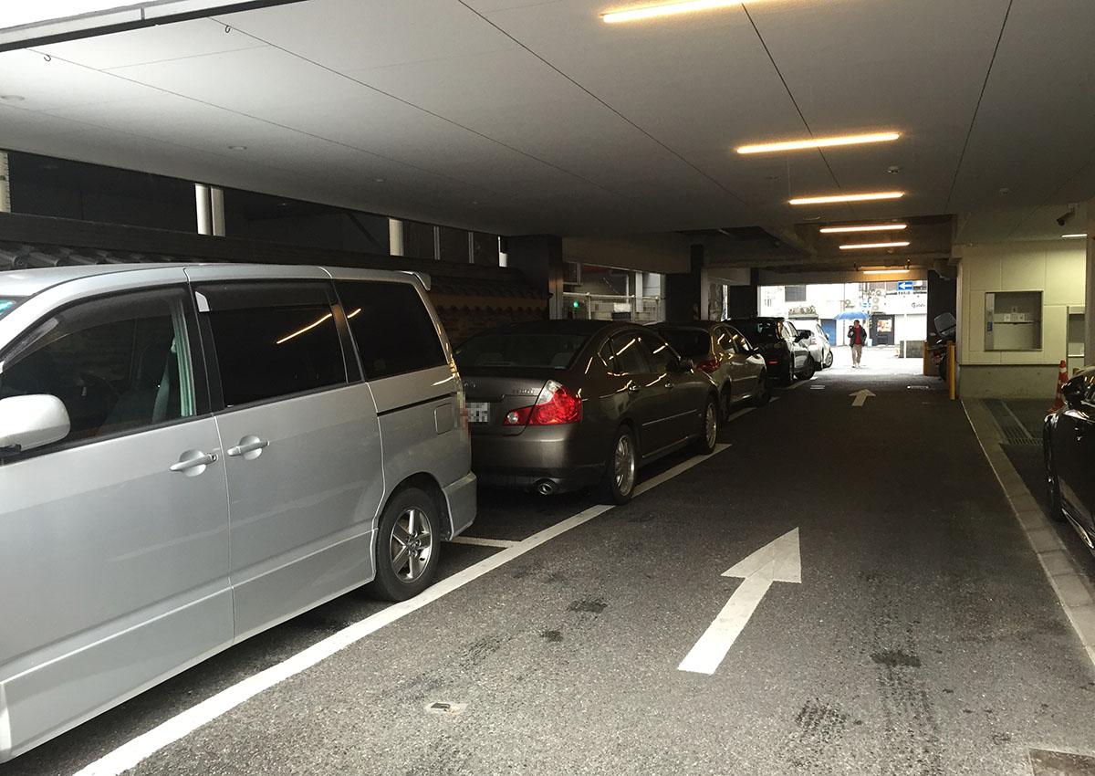 吉塚うなぎ屋駐車場